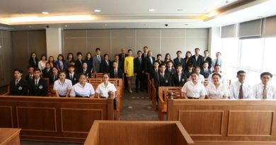 คณาจารย์และนักศึกษาหลักสูตรนิติศาสตรบัณฑิตเข้าร่วมโครงการแข่งขันการกล่าวสุนทรพจน์ระดับปริญญาตรี ประจำปี พ.ศ. ๒๕๖๒ เมื่อวันที่ 6 สิงหาคม พ.ศ.2562 ณ สภาทนายความ