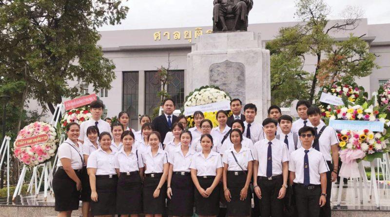 คณาจารย์และนักศึกษาหลักสูตรนิติศาสตรบัณฑิตเข้าร่วมพิธีวางพวงมาลา 7 สิงหาคม พ.ศ.2562